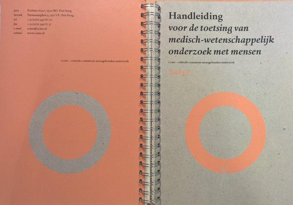 """Uit het archief: de CCMO """"Handleiding  voor de toetsing van medisch-wetenschappelijk onderzoek met mensen"""" (2002)"""